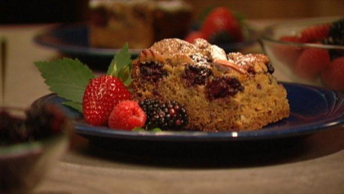 Wild Recipes – Blackberry-Pecan Squares